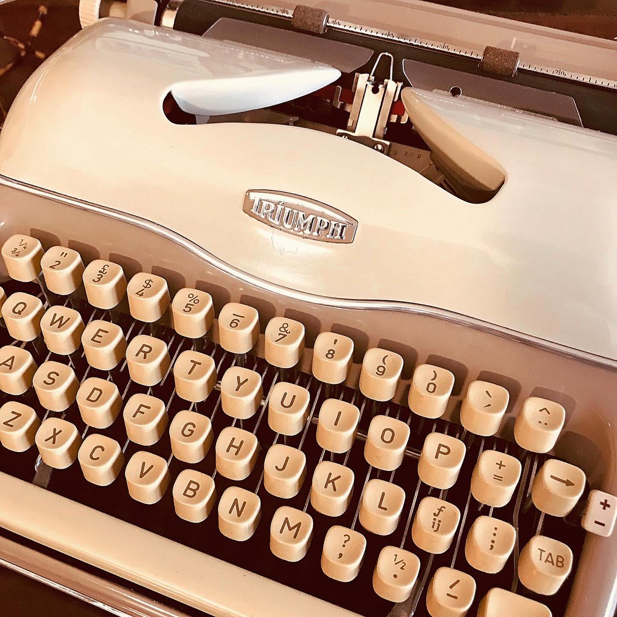 Motorcycles were not the only thing that Triumph produced: the Triumph Perfekt #typewriter from 1960, is a tour de force of brilliant engineering and superb aesthetic design. Now at Acme. #typewriter #triumphmotorcycles #triumph #FridayFeeling