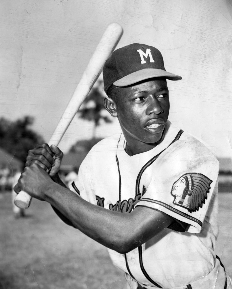 if Jackie Robinson was first African American to play in major league baseball then hammerin hank aaron was first black to set 755 home runs during his career amazing ⚾️ #Legend #RIP44