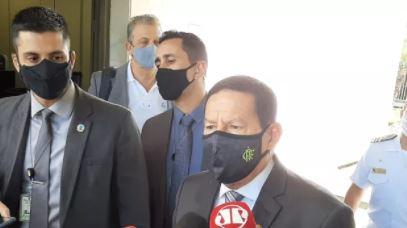 Furar fila da vacinação é falta de caráter, diz Mourão  #G1