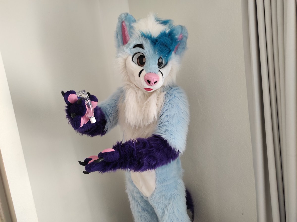Hello there! This is such a beatiful #FursuitFriday and I just wanted to remind you to keep using hand sanitizer, facemask and disinfect every possible surface that could be in touch with many people. Stay safe, want to see you all soon! <3 <3