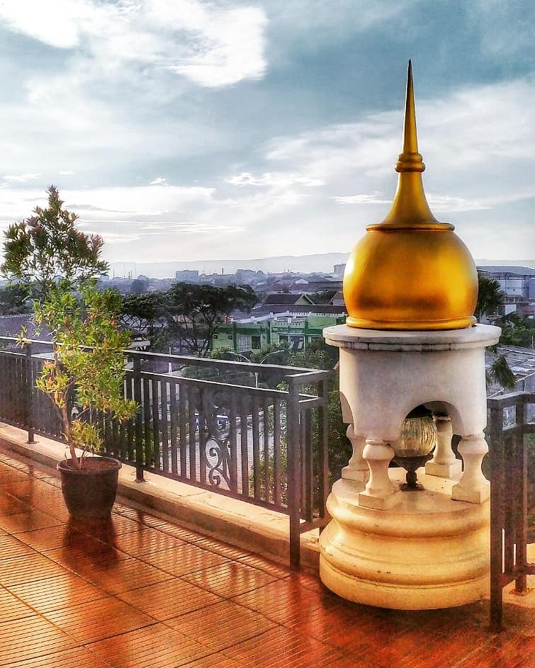 India be like.   #dhenkshots #yogyakarta  #javaisland #indonesia #mobilephone #photography #photoshoot #style #india #rooftop
