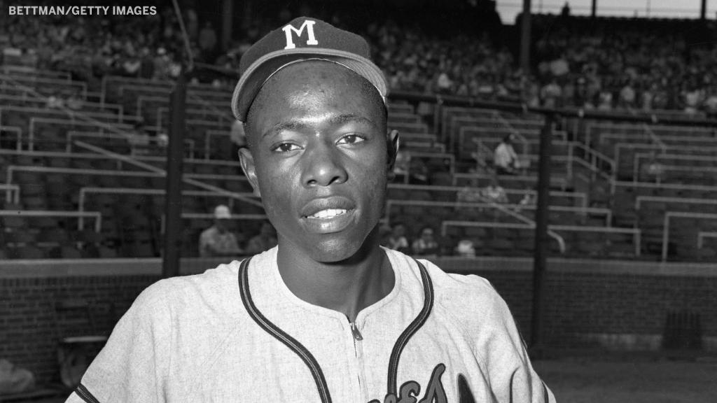 Hank Aaron, the Hall of Fame slugger whose 755 career home runs long stood as baseball's golden mark, has died.   He was 86. https://t.co/etl7EcdUH8