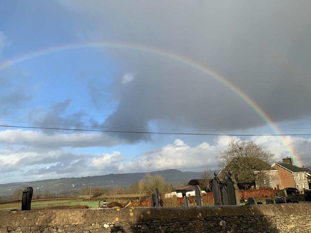 @DerekTheWeather From rainbow to snow today in Lampeter #WeatherWatchers #Snowing #rainbow