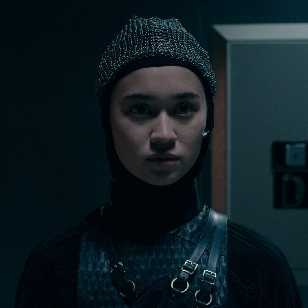 Depois de esmurrar homens e demônios em Warrior Nun, Beatrice se alistou no exército e é a Bale em Zona de Combate.