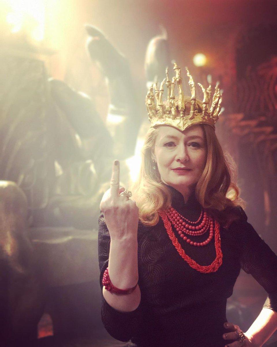 Eu não sei se vocês conhecem, mas essa é a Miranda Otto. Uma das tias da Sabrina que eu mais amo 💖 Uma verdadeira joia maravilhosa 😍