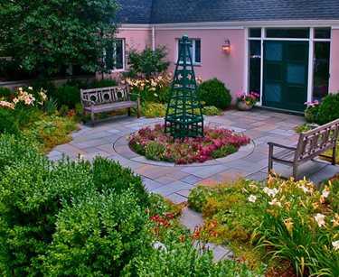 What kind of landscaping are you looking for? Find ideas here. #ornamentalplants #contemporarygarden