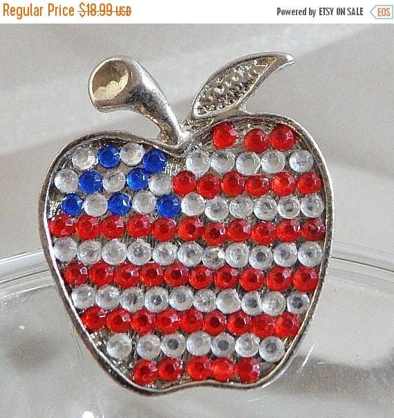 Rhinestone Flag Apple Brooch. Red, Clear Blue Rhinestones American Flag USA waalaa. #vintage #antique #shopping #jewelry #jewellery #gifts #wedding #etsy