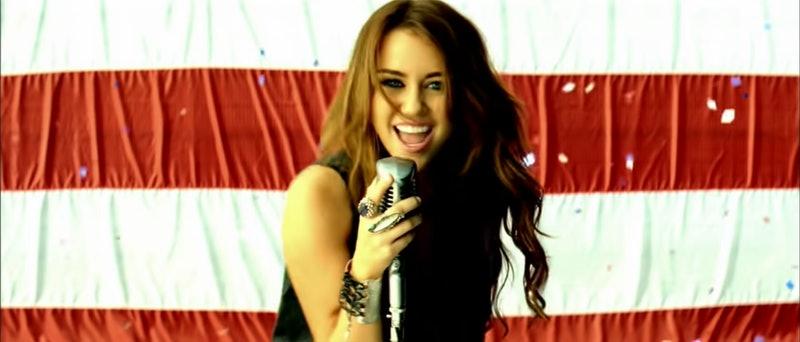 """🇺🇸 Jessie J escribió """"Party in the USA"""", interpretada por Miley Cyrus.   Es un gran hit que llegó a estar en segundo lugar del Billboard Hot 100 en Estados Unidos.  #jessiej #Heartbeats #MileyCyrus #smilers"""