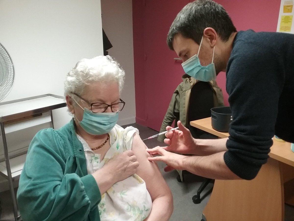 Succès de la campagne de vaccination au sein de la Maison St Michel de @villeliffre @Liffre_Cormier Preuve que l'EHPAD peut être une plateforme de service de santé de proximité... @guilhome35 @Liffre_av_resp @LoigCG @FEHAPBretagne @fnadepa @URIOPSSBretagne  @ArsBretagne @MulliezS