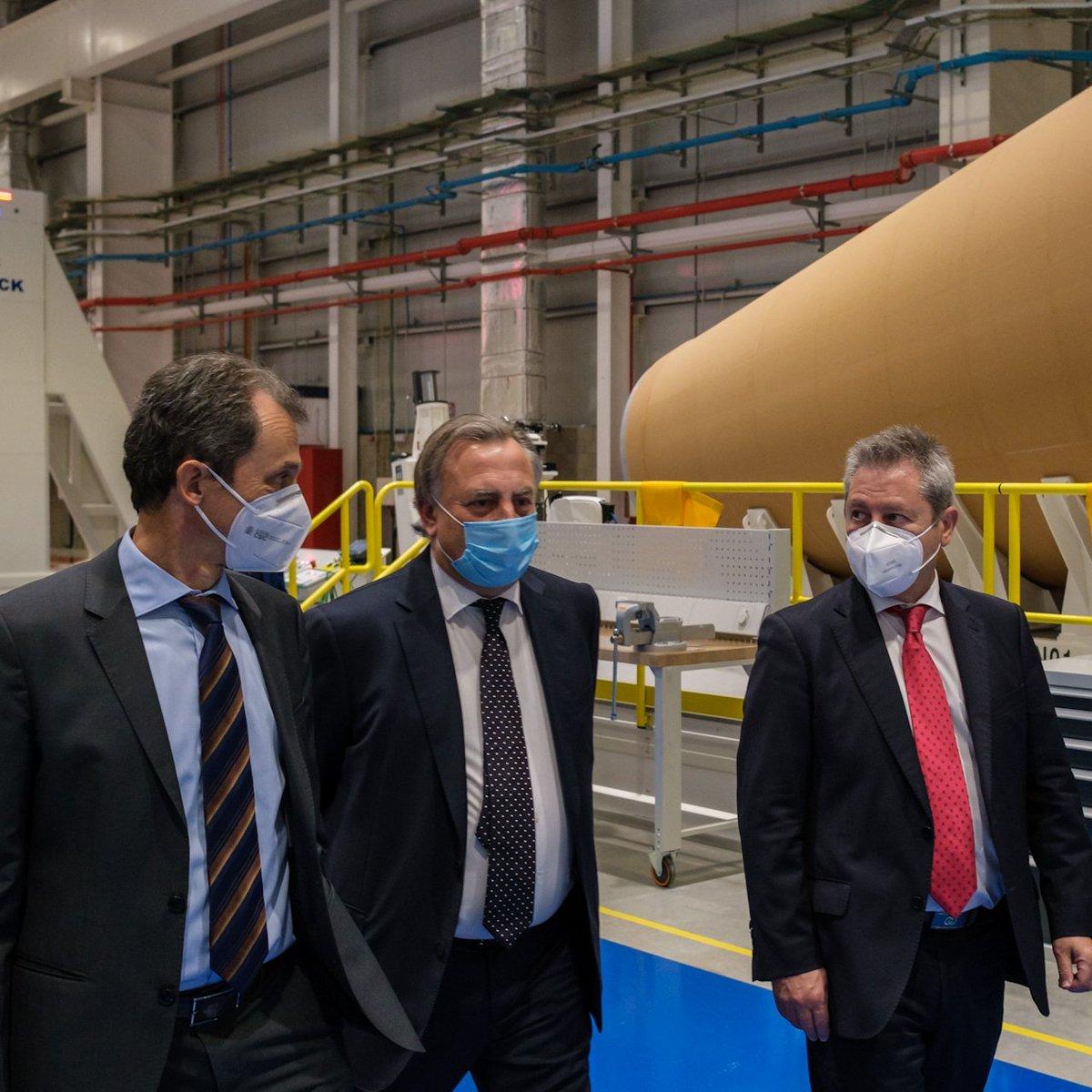 El sector espacial español ha demostrado su madurez y alta capacidad tecnológica, consiguiendo liderar sistemas espaciales completos. Hoy he visitado la nueva planta industrial de @Airbus en Getafe donde están fabricando importantes piezas del lanzador espacial Ariane 6.