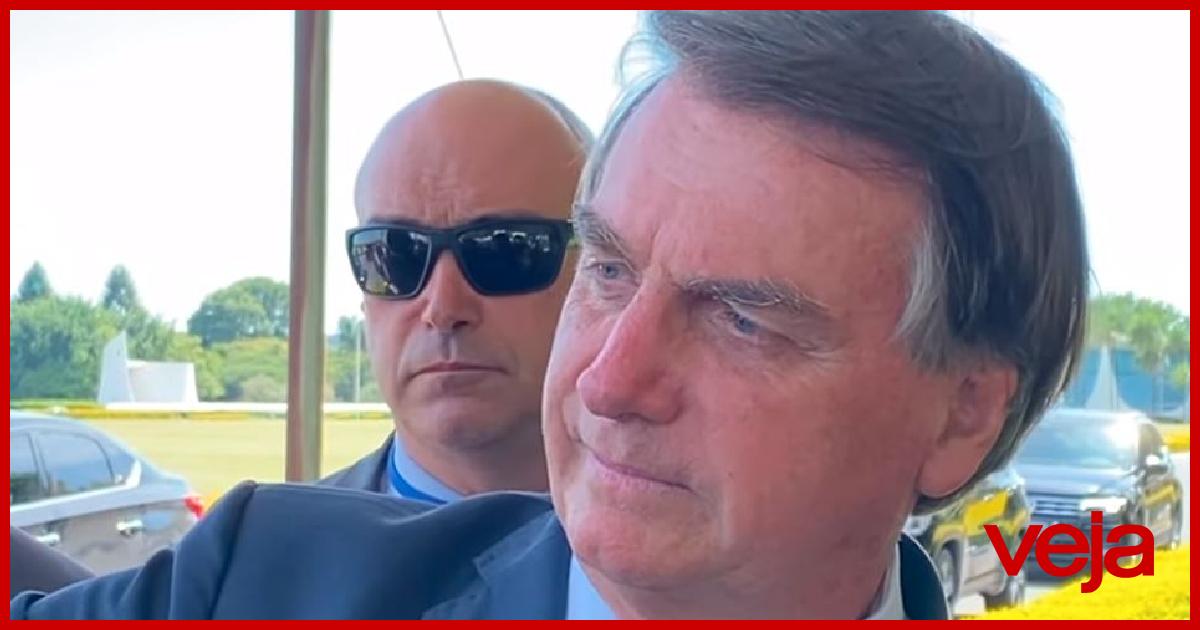 Bolsonaro volta a criticar vacinas, mas promete AstraZeneca neste sábado