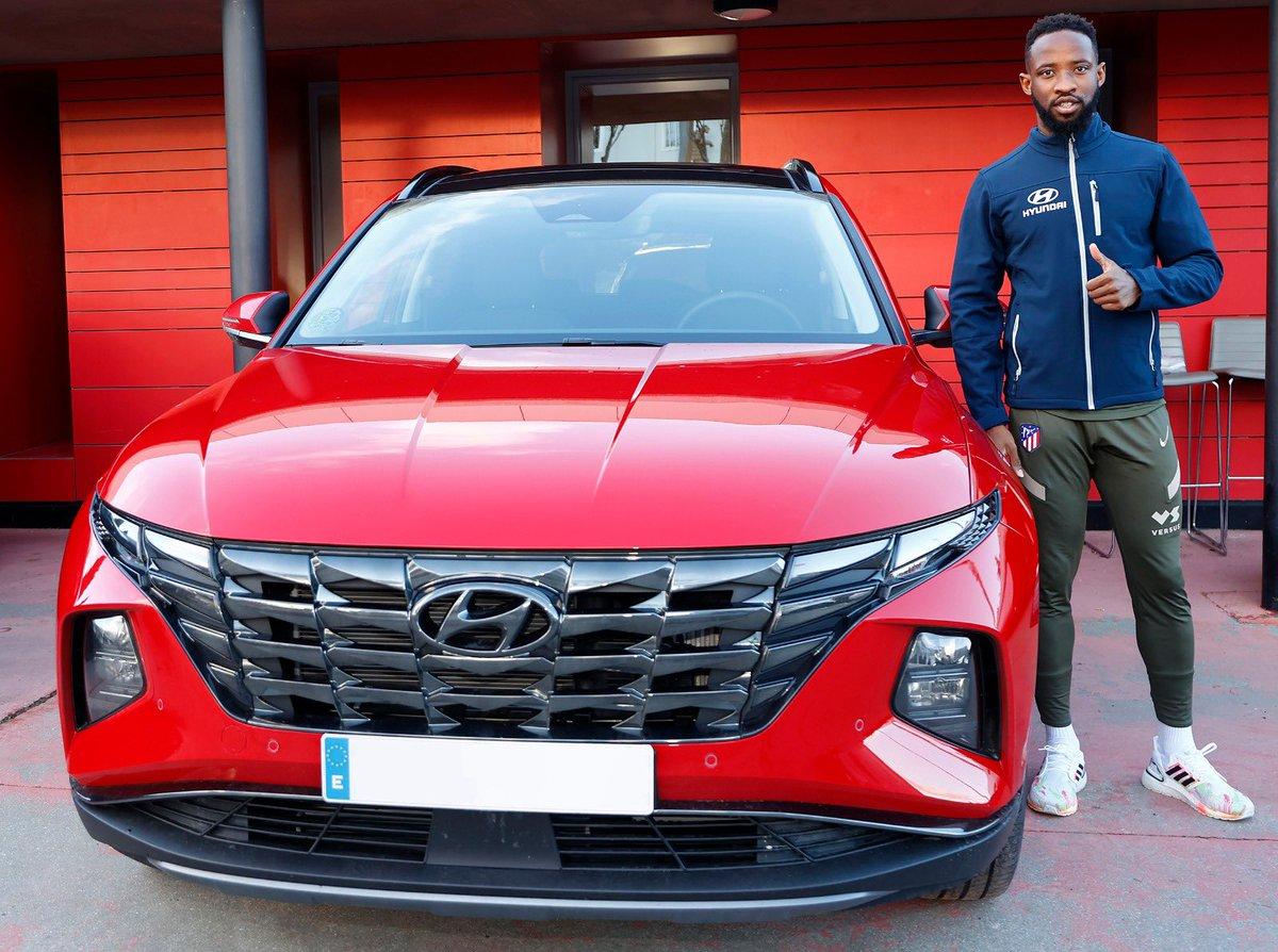 🚗 @MDembele_10ya tiene su coche oficial de@HyundaiEsp😃  🔴⚪ #AúpaAtleti