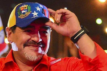 @NicolasMaduro .@NicolasMaduro: Hoy #22Ene se cumple 1 año de la última visita de nuestro hermano Diego Armando a Venezuela.  #GraciasDiego 🇻🇪🤝🇦🇷  #Maradona 🔟 #GrandeDiego ⚽️  #DiegoEterno❤️  #ElEsequiboEsDeVenezuela 💛💙❤️