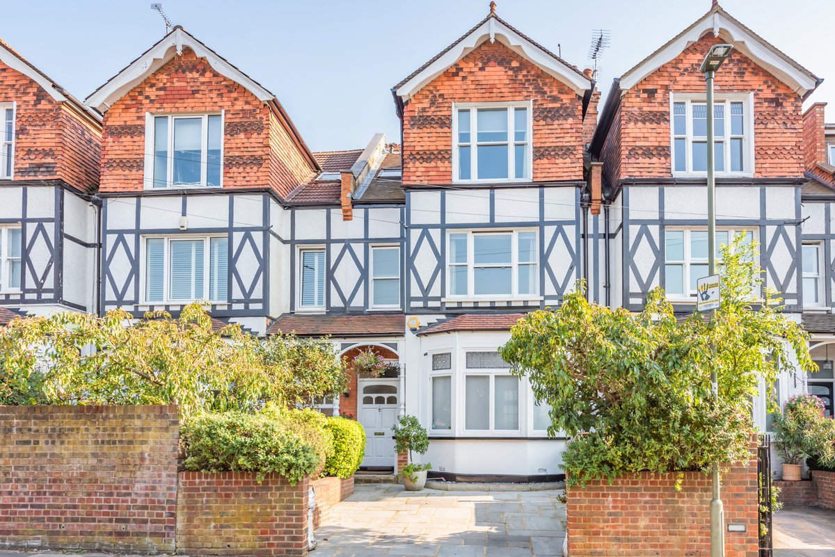 GREAT END TO THE WEEK - HOUSE SOLD! Pattison Road, Hampstead, NW3. A well presented late Victorian, 5 bed family home, located at the top of this sought after tree lined road. OIEO: £2M. #Property #RealEstate #Agents #New #TownHouse #Hampstead #London #NW3 #House #Home #NoFilter