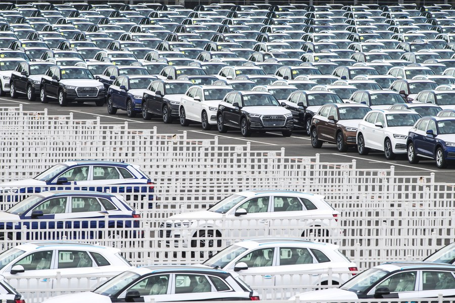 Germany's largest carmakers -- Volkswagen, Mercedes-Benz and BMW -- generate record 38 pct of global sales in China last year