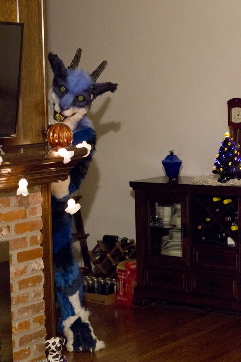 I'm coming to get ya!  Icarus is gonna pounce.  #FursuitFriday