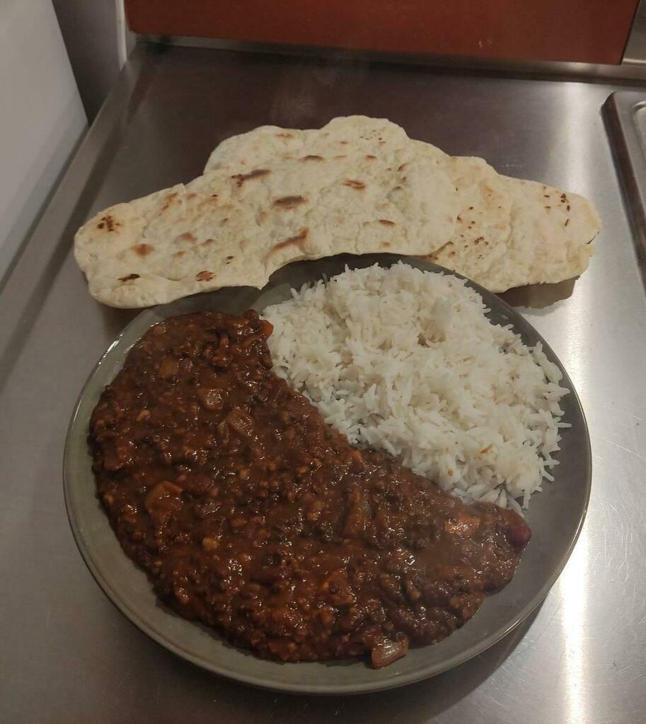 [homemade] Dal makhani with basmati rice and plain naan #viral #trending #foodie #foodblogger #foodphotography #ff #tbt #ico