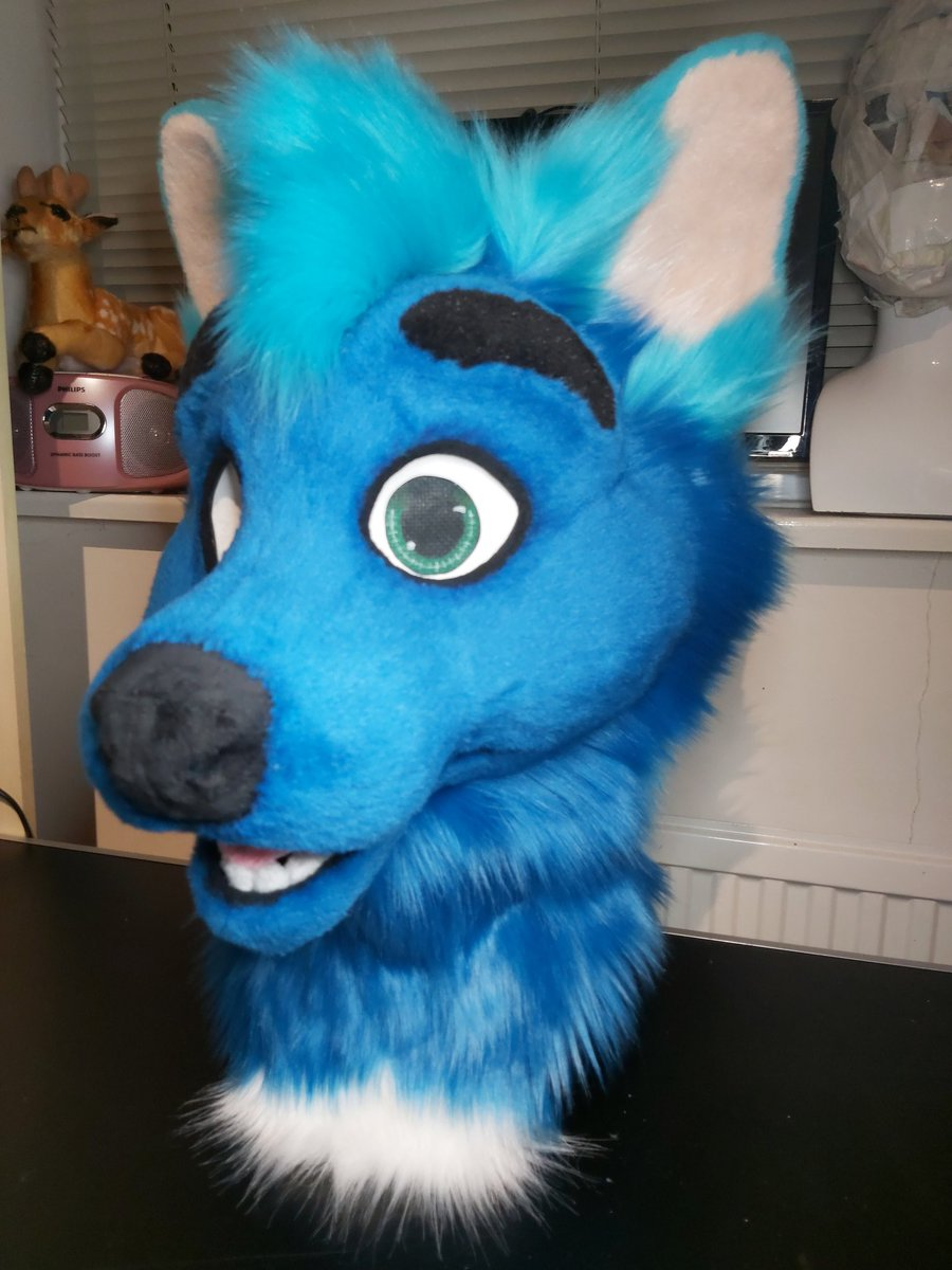 Introducing a very good boy. For @WiseyHusky   #fursuitmaker #ychsuits #FursuitFriday