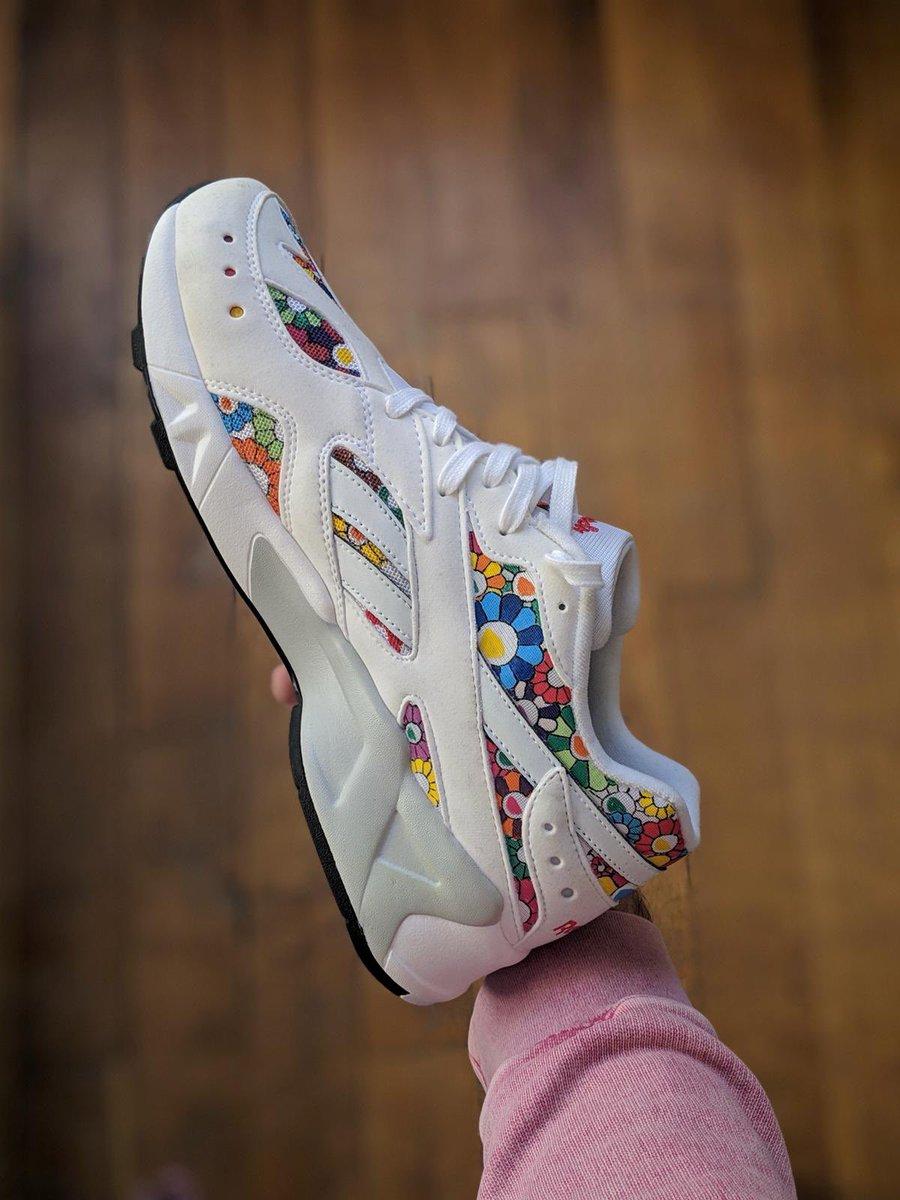 #TBT[ @jayroule x @docteursneaker ]  La @reebok Aztrek en collaboration avec l'influenceur @jayroule inspiré par l'artiste @takashipom 🌹🌸🌻🌺  Donnez une note sur /10 en commentaire ⬇️⬇️ ⬇️  #sneakernews #instakicks #sneakers #highsnobeity #sneakerhead #sneakerheads