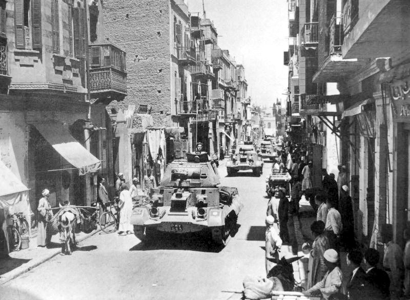 📷Imagen: columna de tanques de crucero británicos Mk I (A9) en el Cairo. Posiblemente del 1er Regimiento Real de Tanques, 7ª División Blindada. Blog  #WW2 #WWII #historia