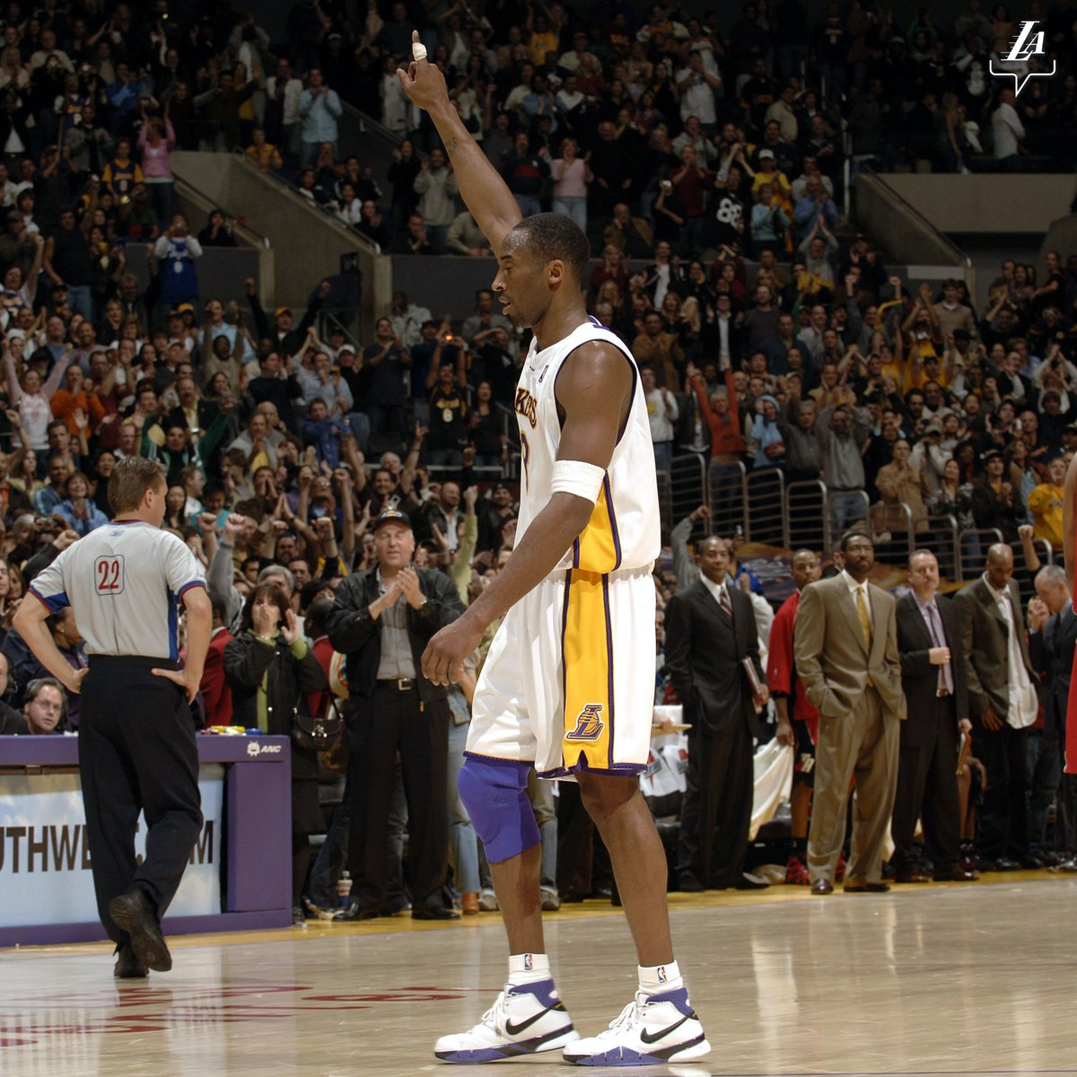9:03 pm: Fifteen years ago to the minute, the great Kobe Bryant walked off the court with 81 points in a single game 🖤
