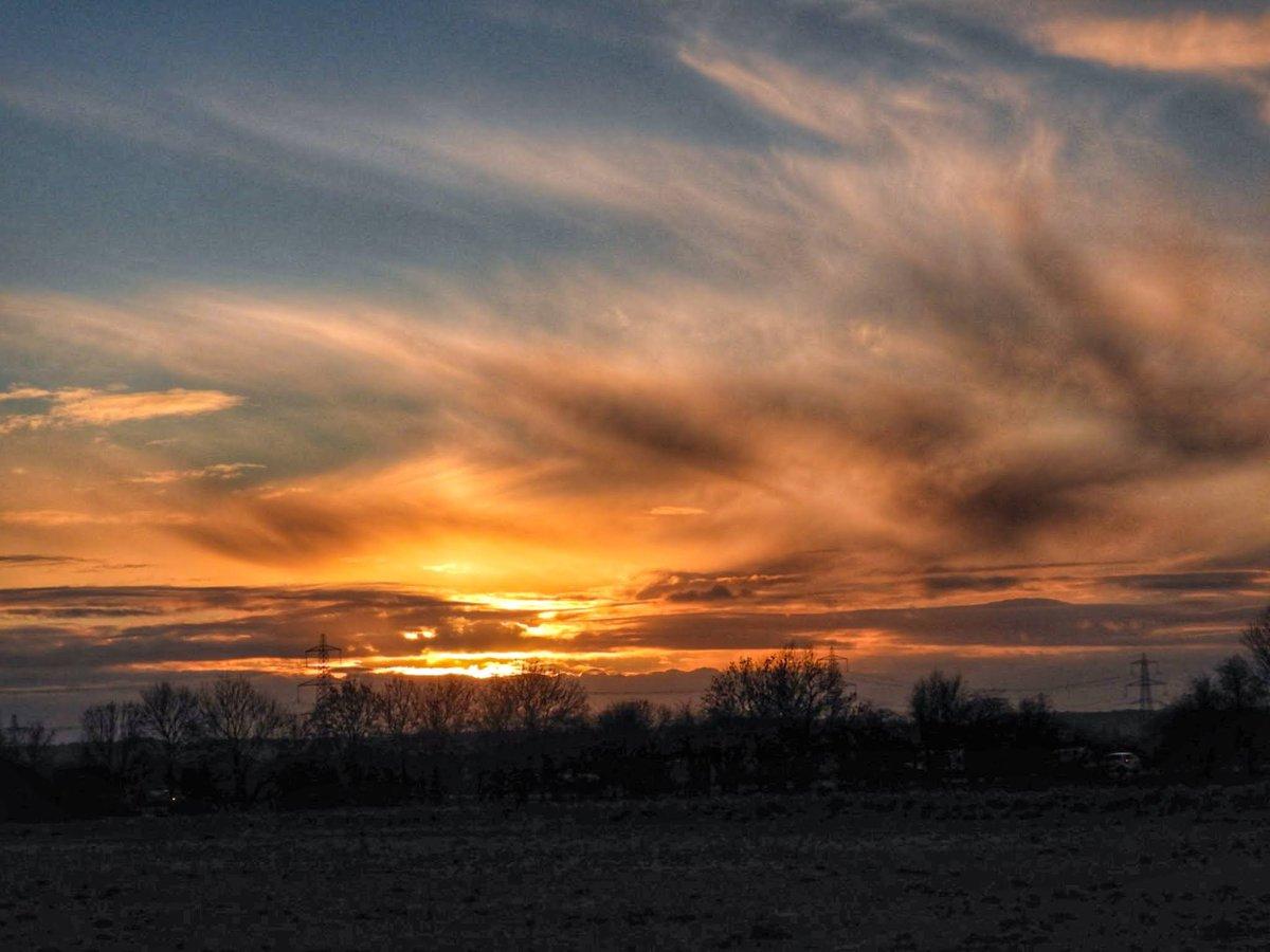 #FridayThoughts #sunset #graveley #Hertfordshire 22/1 #loveukweather #ThePhotoHour #earthcapture @WeatherHerts @hertslife @CloudAppSoc #NaturePhotography #earthandclouds #Weather #nature #landscapephotography #photooftheday