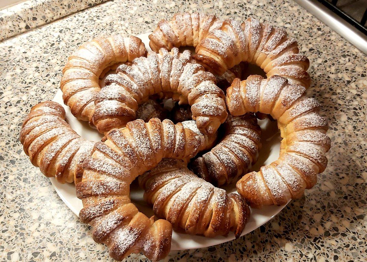 Nuteláčky - premiéra 👀😋 #pecenijehra #vonicelydum #home #bakery #kitchen #relax #photo #photooftheday 🥐🥨