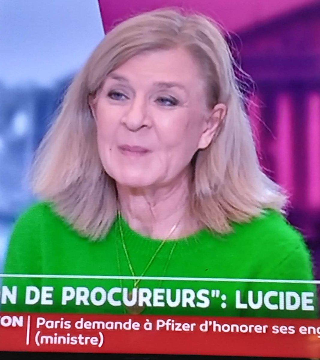 Le pire pull de l'histoire de la télé #VirginieLeguay couleur de merde 💀 #fashionstyle  #mode  bon goût  🤮