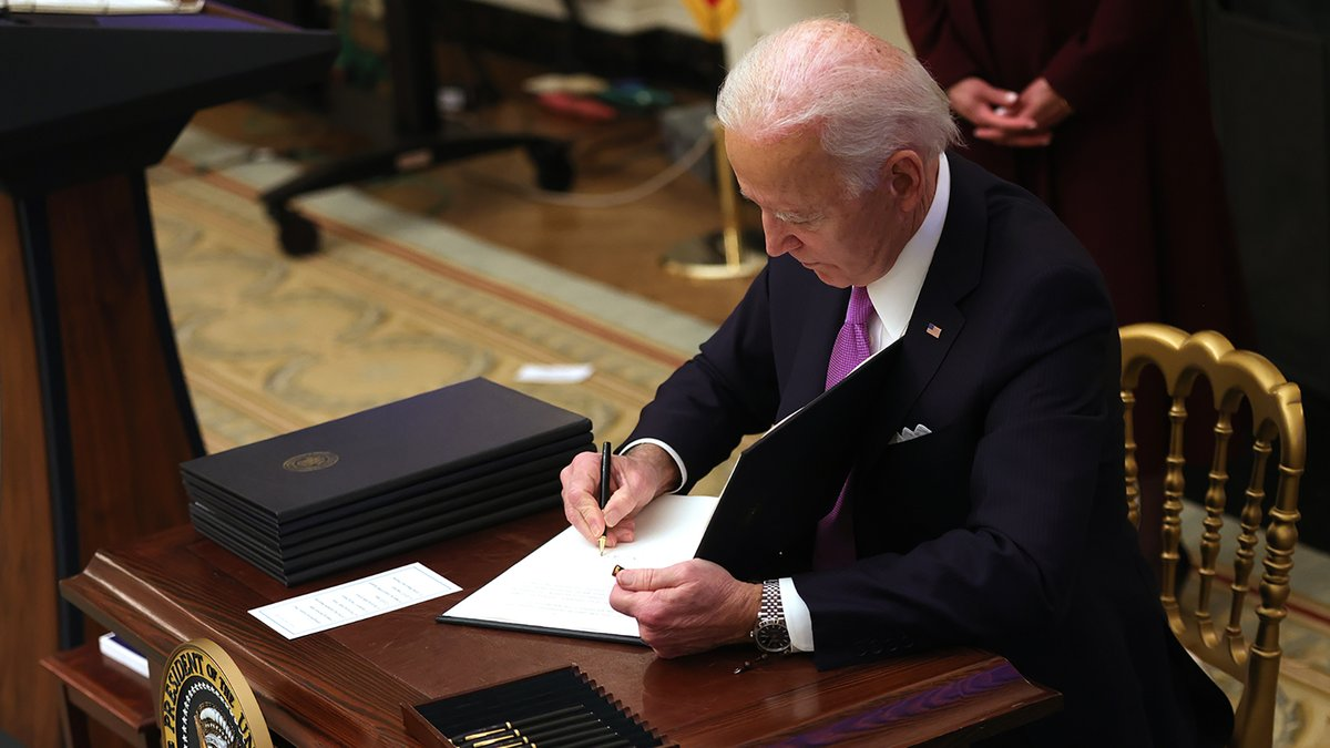 BREAKING: biden has banned autocorrect from changing fuck to duck