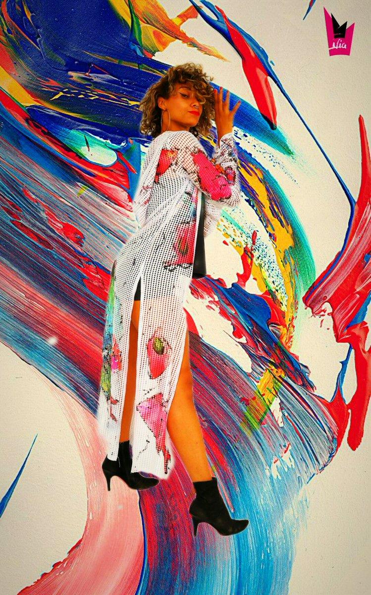 """""""Kimono  Noa"""" 🔥 1 outfit multicolor:1poco Provocador,c Caracter e Irreverente; pero c Mucho Estilo!!! 💣🎨. She @black_bambaata  Ph:@Photojohnny Soy Nia López Hernaiz #kimonos #kimoa #provoca #irreverentes #estilopropio #heels #dancerofinstagram #pintadaamano🎨 #exclusivísimos"""