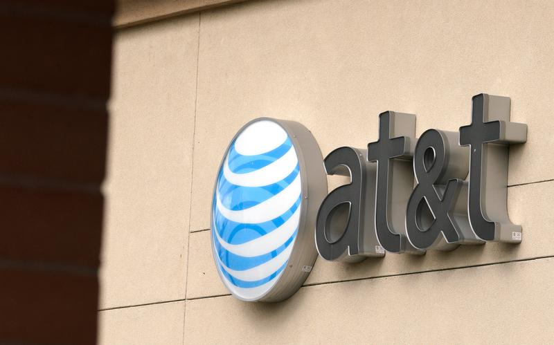 Exclusive: Buyout firm TPG in lead for stake in AT&T's DirecTV - sources https://t.co/mVosIJWGjc https://t.co/htk2ayYu10