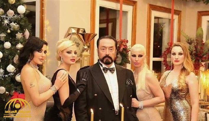 """🔥 تركيا: سجن الداعية الإسلامي """"عدنان أوكتار"""" ألف سنة .. والكشف عن تفاصيل جرائمه الجنسية  https://t.co/GqT1eNjRnK https://t.co/ElrpPeVE6V"""