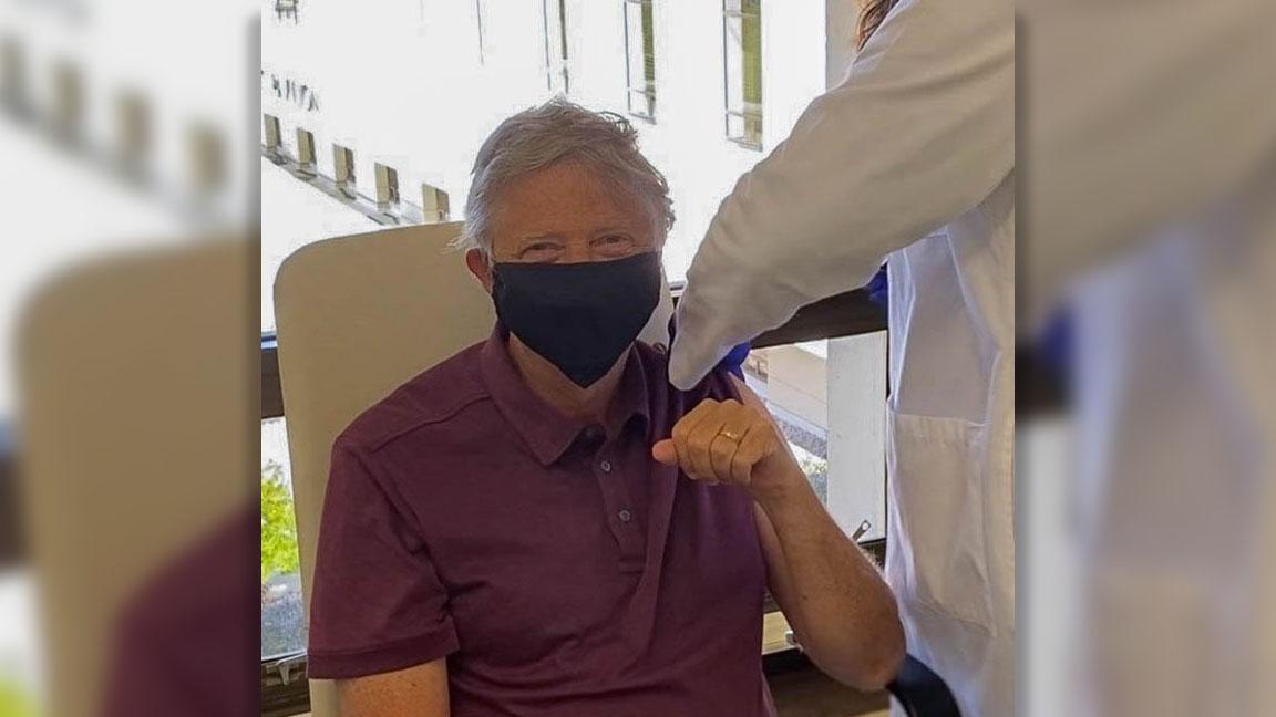 Bill Gates, Covid-19 aşısı oldu