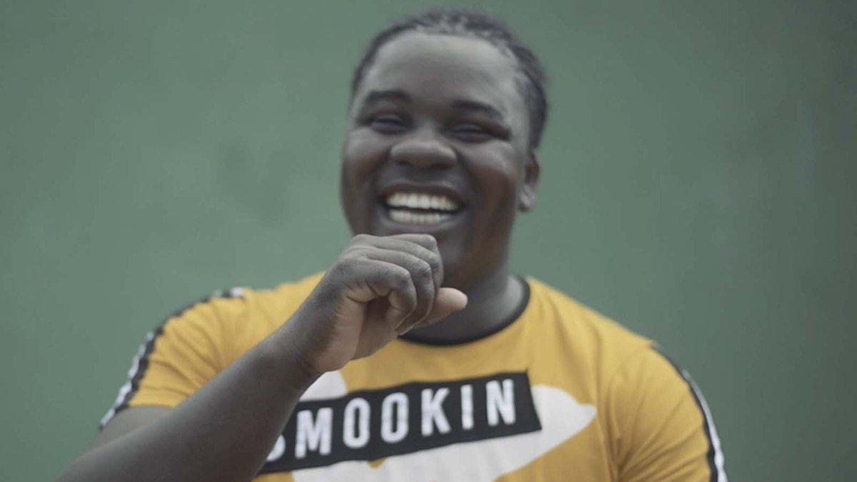 'Voces río arriba' hace parte de los #ExperimentosConsonante realizados en Condoto, Chocó. 🌊  Este proyecto audiovisual quiere contar las historias y problemáticas que afronta la comunidad LGBTI en el municipio. 🏳️🌈  Conozcan más de #Consonante aquí 👉🏼
