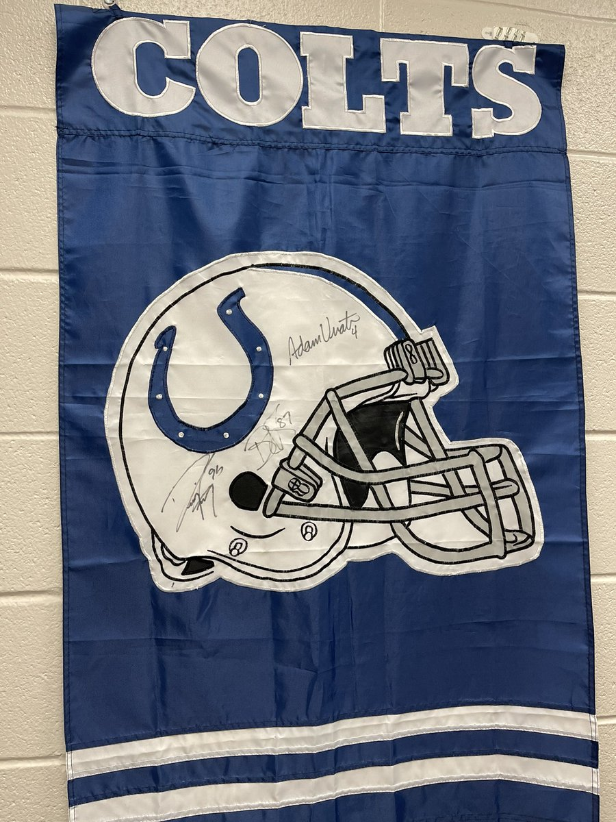 I can't wait for things to get better so I can add more signatures to this flag. It has Reggie Wayne, Dwight Freeney, and Adam Vinatieri on it. #Colts #ColtsNation #ForTheShoe