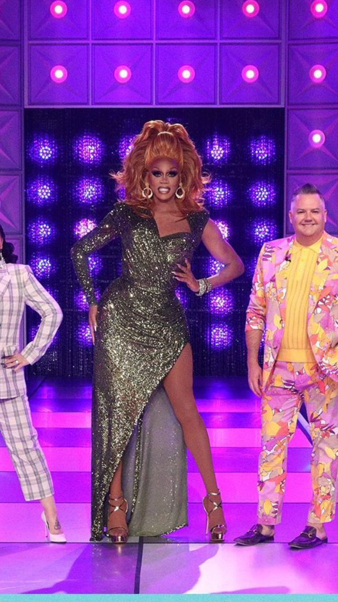 Is it just me or does @RuPaul look like she's in a lot of pain and needs crutches? 😅 #DragRace