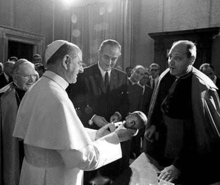 Lyndon Johnson died forty-eight years ago today. Here the delightful moment when he presented a bust of himself to a surprised Pope Paul VI, 1967: