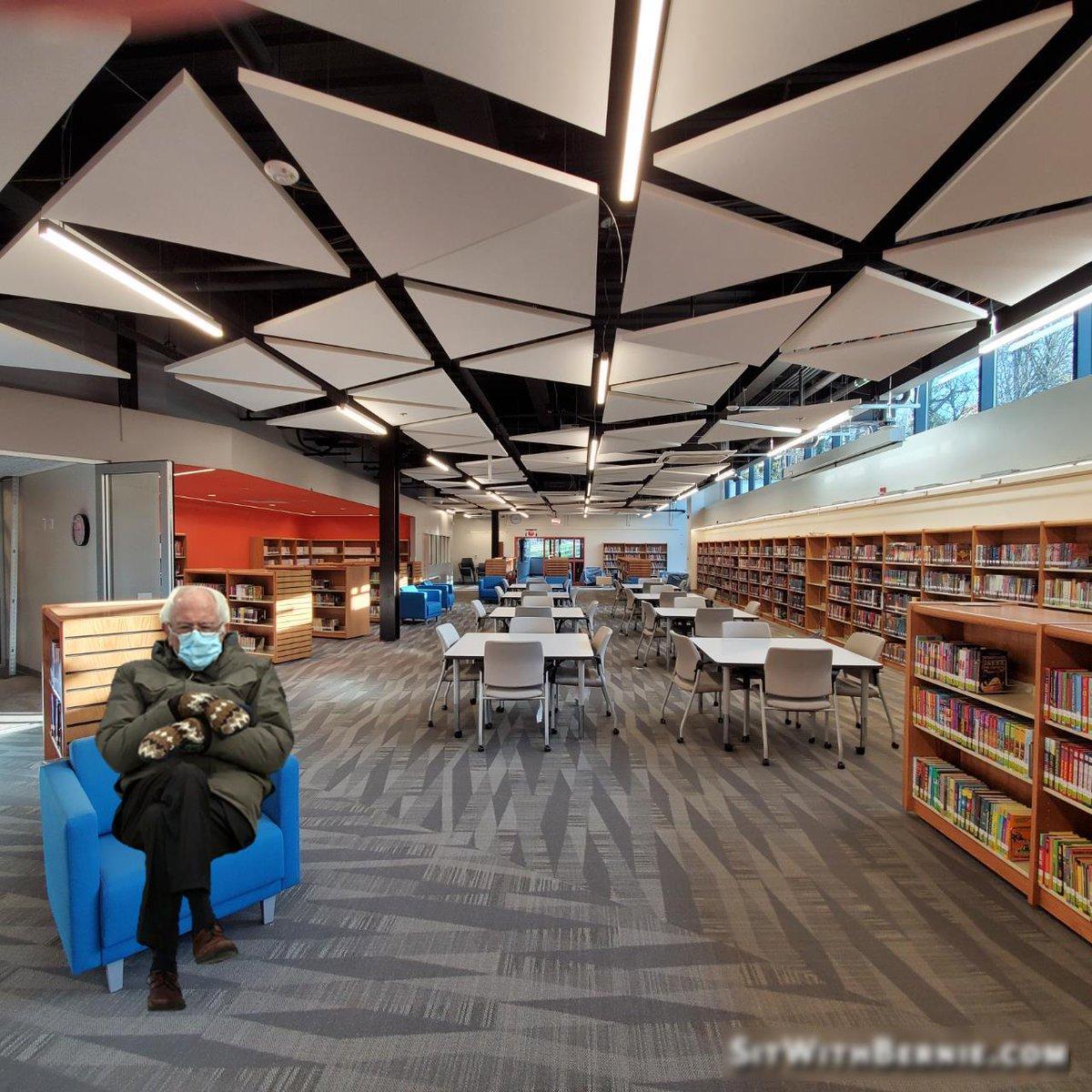 ¡Mira quién visitó la biblioteca de DHMS hoy! 😉 ¡Manténgase abrigado y tenga un gran fin de semana lleno de libros y lectura! @DHMS_Activities @DHMiddleAPS @dhms_ptsa @APSLibrarians https://t.co/KG9gMHcBNS