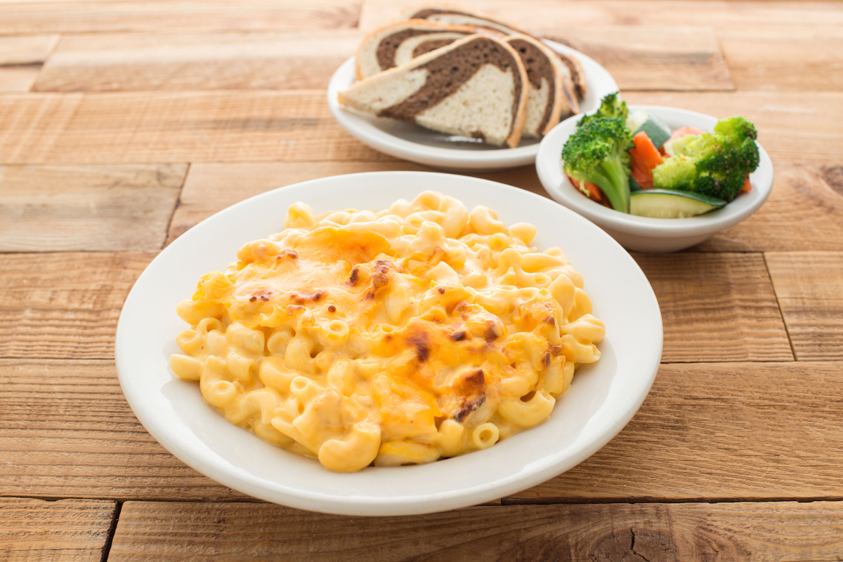 We all know that Friday is pretty darn awesome. Make it even better with some Miracle Mile Deli Macaroni & Cheese. #DineIn #TakeOut #DineLocal #Phoenix