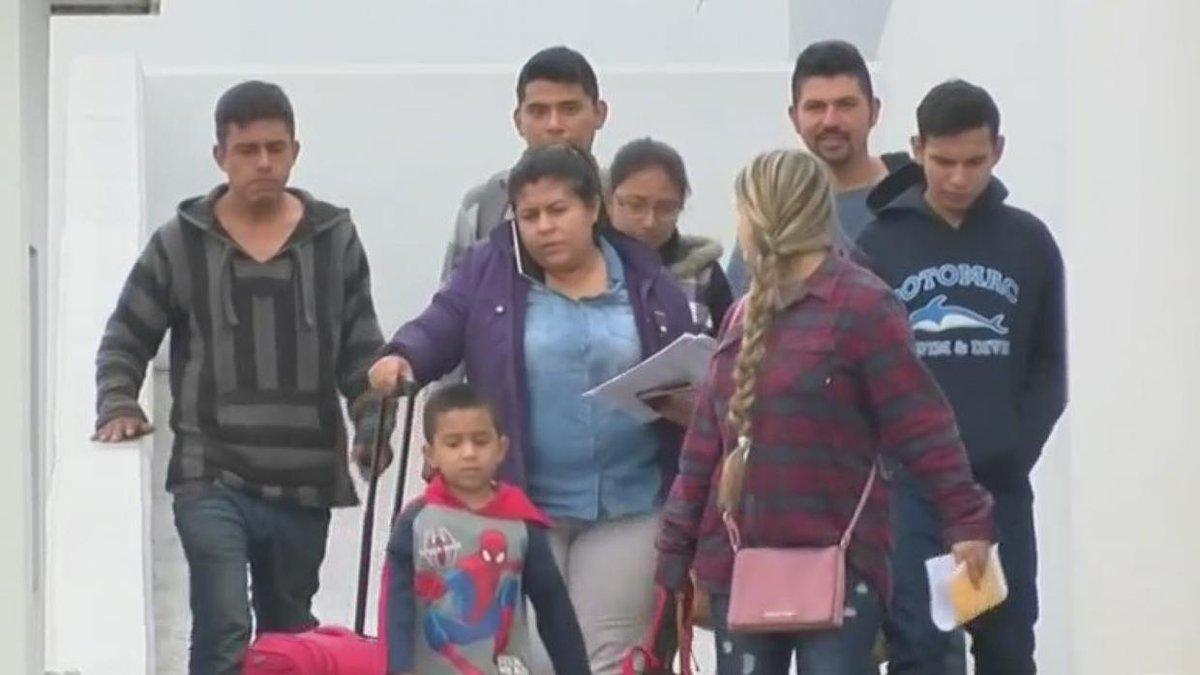 Una luz de esperanza se enciende entre quienes esperan respuesta a su solicitud de asilo en EEUU.