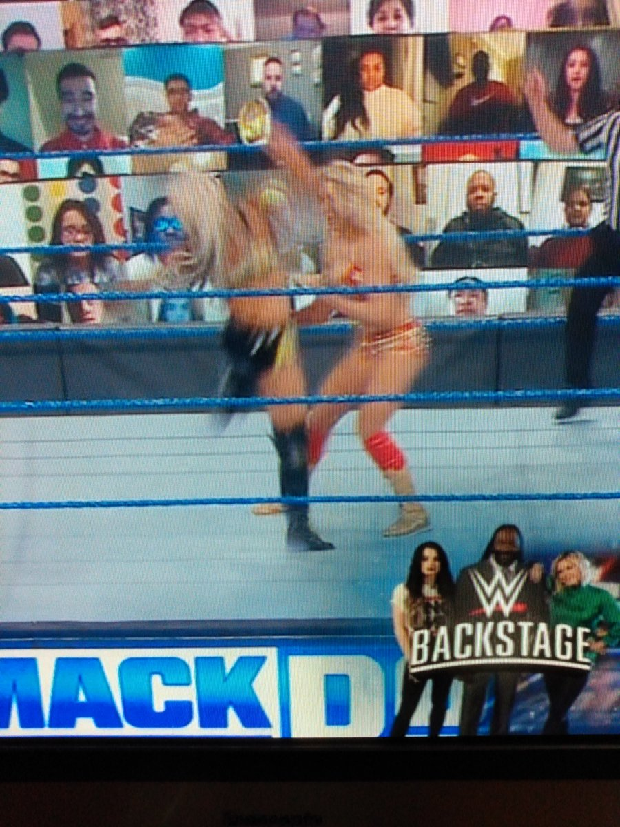 Hi, guys!!  WWE Smackdown is on FOX TV right now!!  Liv Morgan from Riott Squad against Charlotte Flair!!  Lol 🤼📺🍿 #WWESmackdown  #smackdown #livmorgan #charlotteflair #FOX