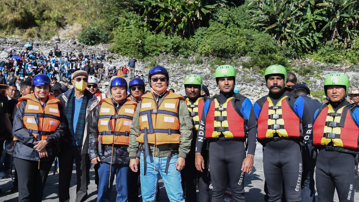 Congratulations to Jal Shakti Mantri @gssjodhpur Ji, whole Ministry & @NDRFHQ for the successful conclusion of the month long 'Brahmaputra Aamantran Abhiyaan' on India's biggest river, the mighty Brahmaputra which is known as Siang in Arunachal Pradesh. I had joined at Tuting.
