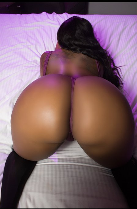 Currently taking Bookings for Skype and FaceTime shows https://t.co/QrRsNDZaUN https://t.co/eJ1sWz1Z