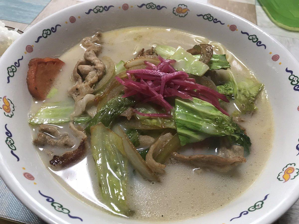 お昼は、チャンポン麺作った🍜って、麺とスープはそれぞれお店に売ってるのだけど💦美味しかった🙏 https://t.co/AjregDMfsk