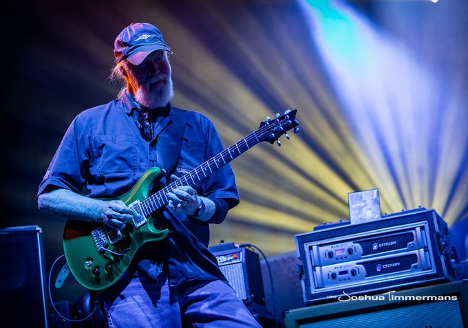 A very happy birthday to this magnificent string bender, Jimmy Herring! :