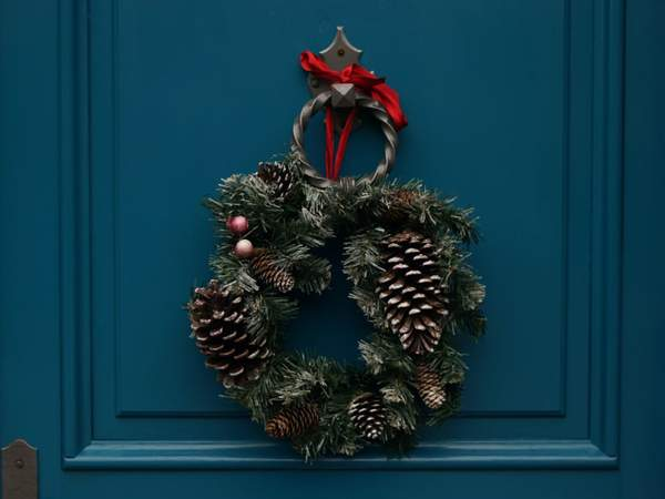 7 Creative Ways to Decorate Your Favorite Door in the House!     #christmastime #christmas #christmastree #merrychristmas #christmasdecor #xmas #christmaslights #christmasiscoming #winter #christmasdecorations #christmasmood #santaclaus #christmasspirit #s