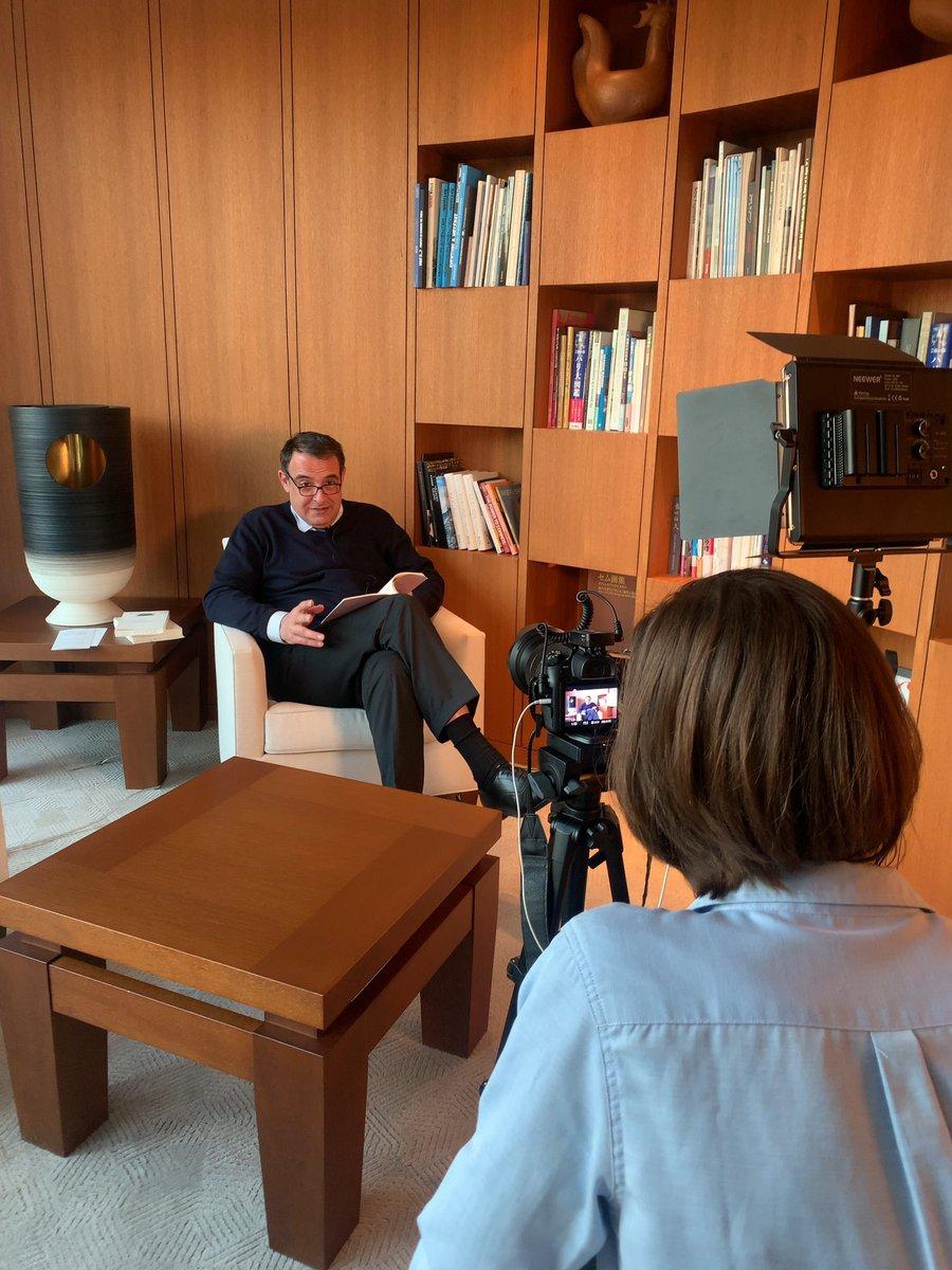 いよいよ本日は...#読書の夕べ🌝📚 フランス大使館では先日、フィリップ・セトン駐日フランス大使の朗読の撮影が行われましたよ✨💻 👉: https://t.co/vdri6UxTh3 https://t.co/grqLua0lyr