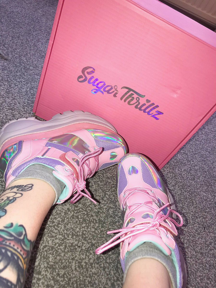 New shoes courtesy of my own bank account -cries in poor- #dollskill #uwu #pinkaesthetic #fashion #gloomybear #sugarthrillz #platforms #shein #girlswithtattoos #makeup