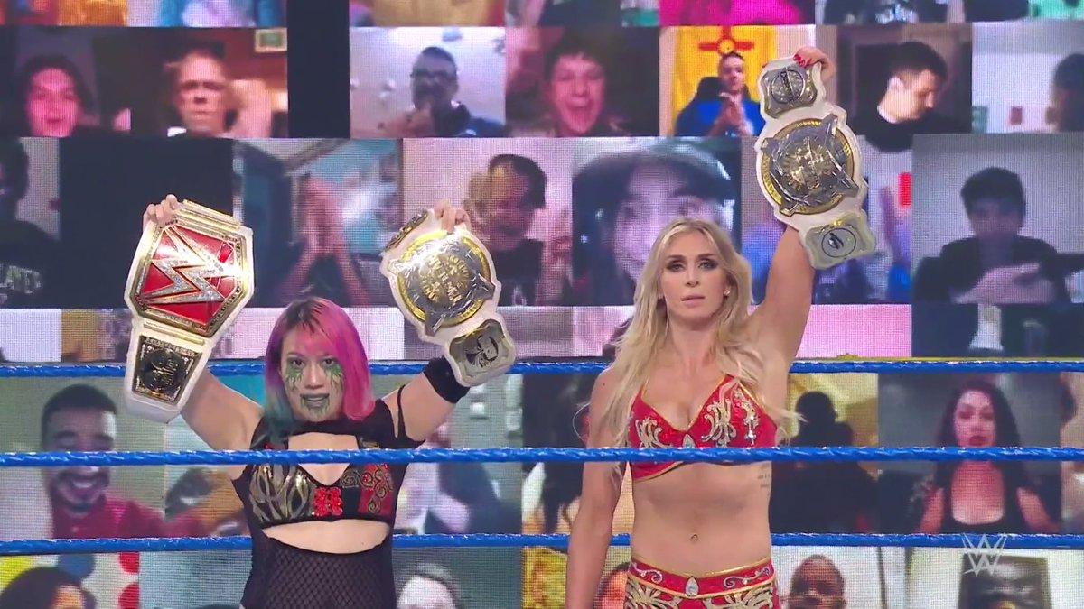 Vitória da Asuka e da Charlotte. #SmackDown