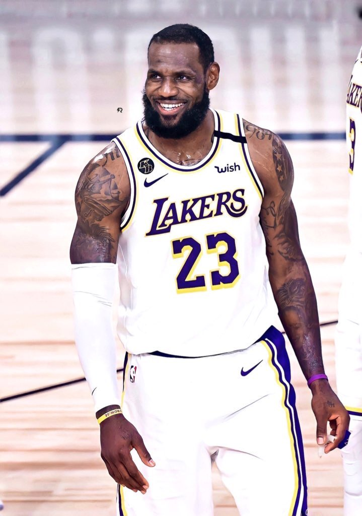 Posting the same picture of @KingJames everyday until he gets me a signed jersey so help me God 🙏  Day 19 #LakersNation #LakersFamily #lakers #LakeShow#nba #NBATwitter